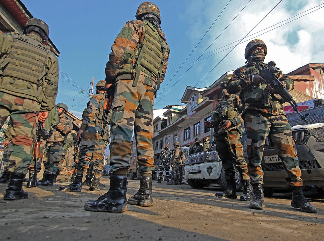 2-army-soldiers-killed-in-Srinagar-shootout.jpg