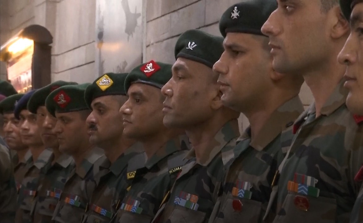 60420882a69e8_kotak-mahindra-bank-to-take-care-indian-army-s-salary-account.jpg