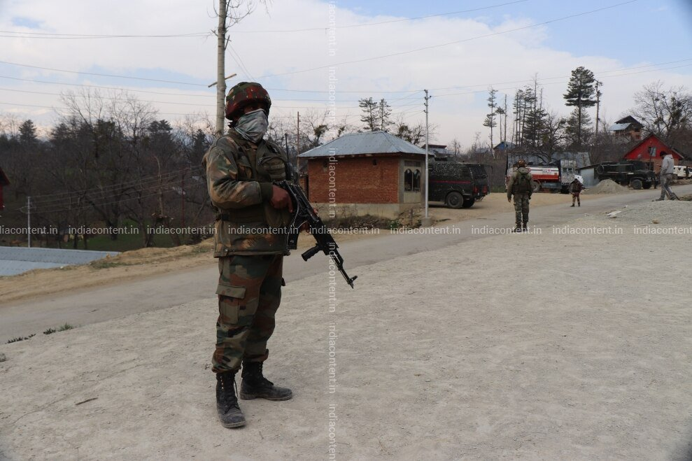 659-shot-of-military-men-after-encounter-in-jammu-and-image-88005500_20190401_193.jpg