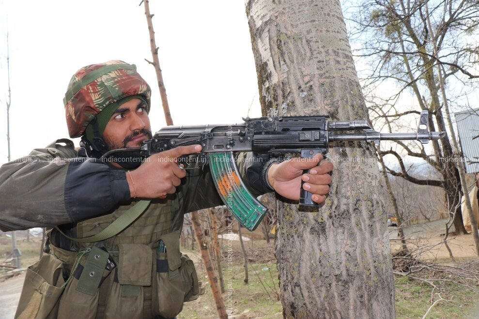 659-shot-of-military-men-after-encounter-in-jammu-and-image-88005500_20190401_194.jpg
