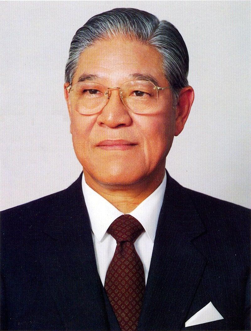 800px-總統李登輝先生玉照_(國民大會實錄).jpg