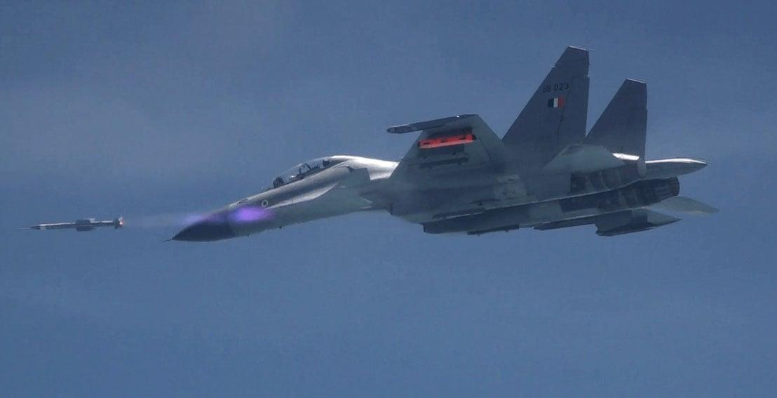 Astra_BVRAAM_successfully_test_fired_from_Su-30MKI_off_the_Odisha_coast_on_September_17,_2019.jpg
