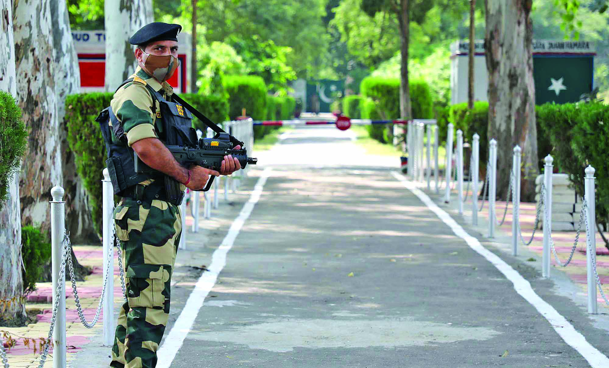 BSF-personnel-stand-guard-at-international-border-Octroi-post-in-Suchetgarh-02.jpg
