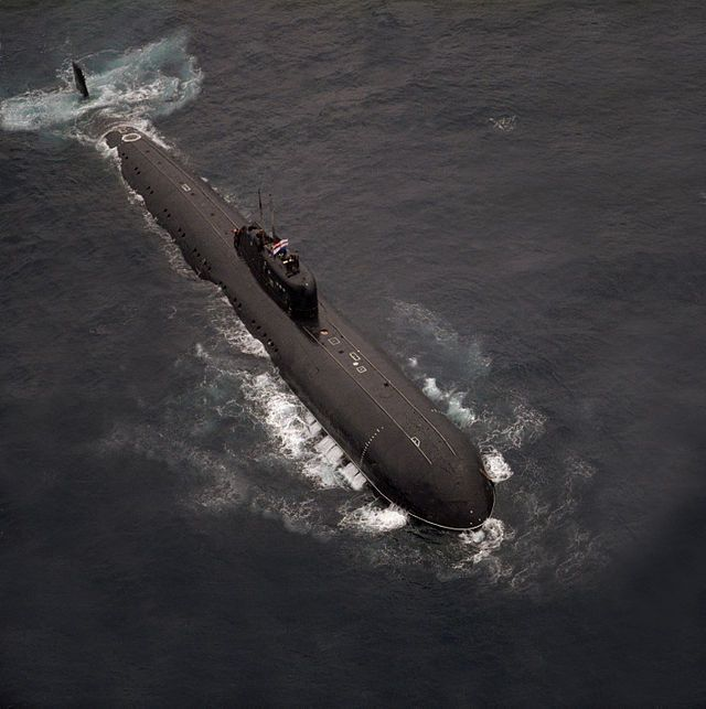 DN-SC-89-03179 INS Chakra submarine - Charlie-class submarine -.jpg