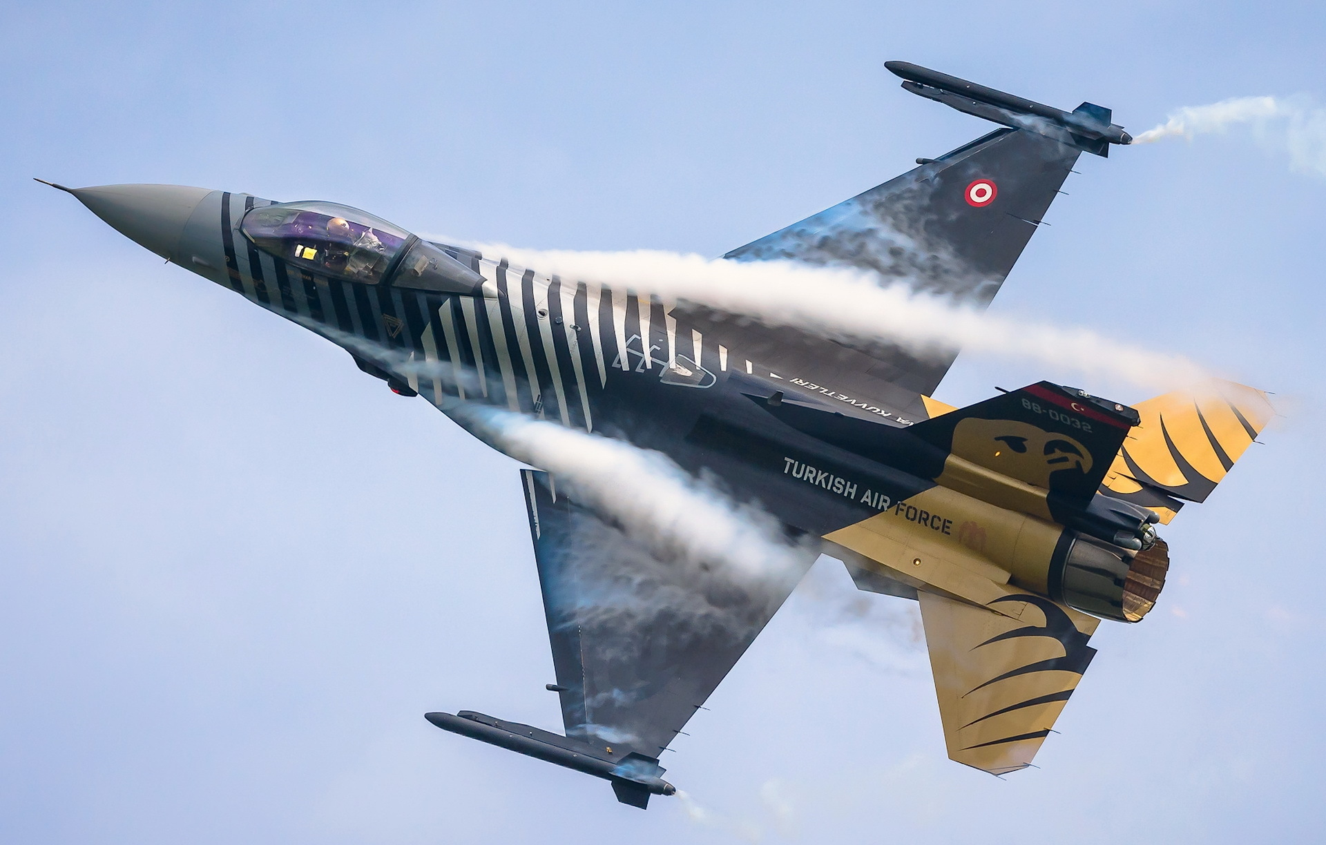 F-16 Solo Turk.jpg