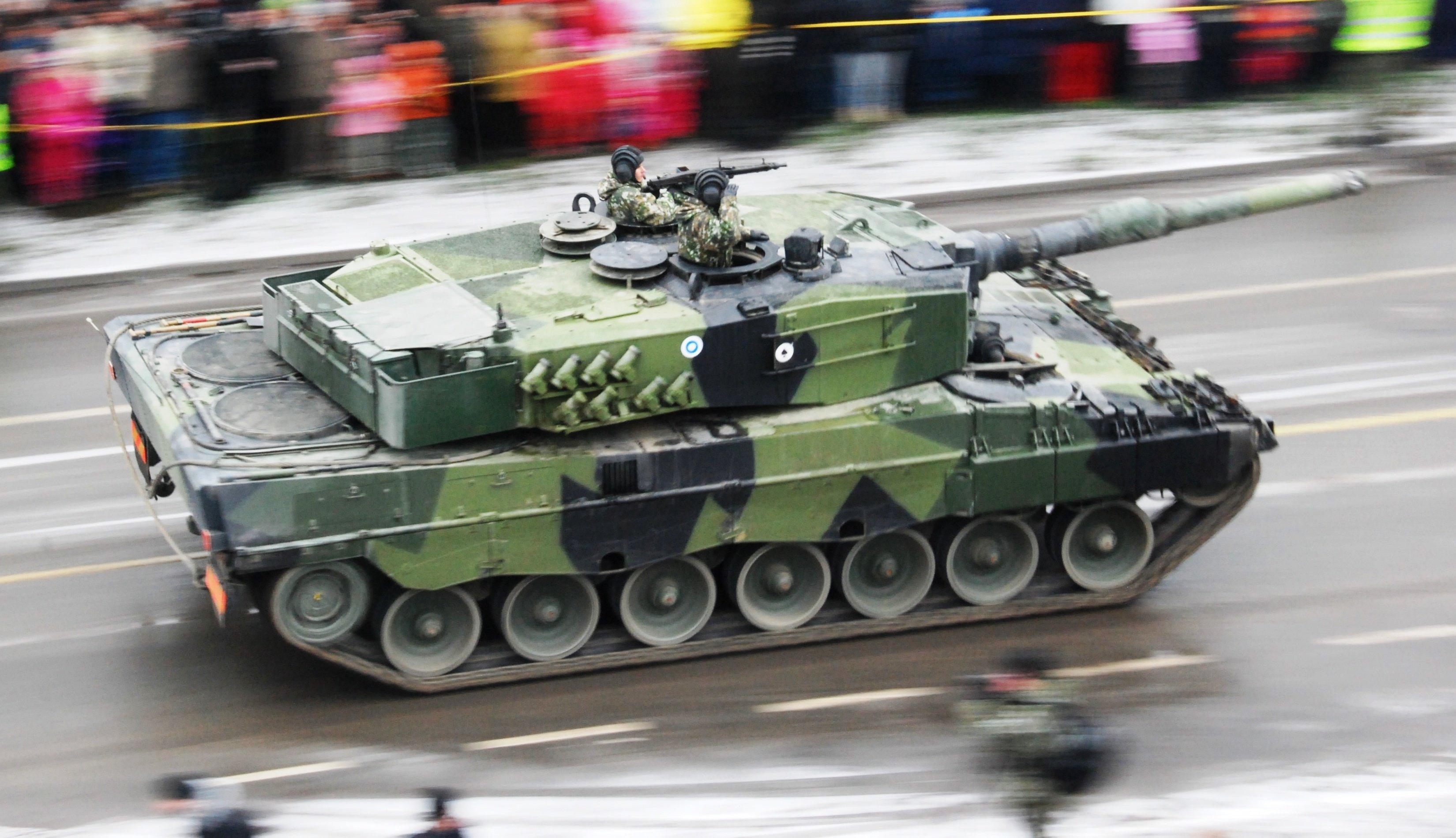 Finnish_Leopard_2.jpg