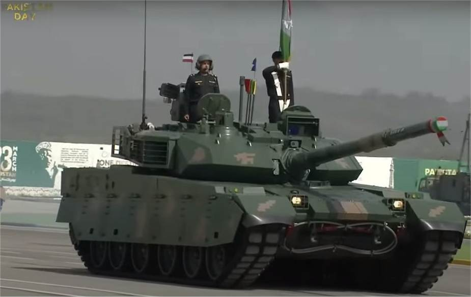 First_public_appearance_of_Chinese_VT4_tank_during_military_parade_in_Pakistan_925_001.jpg
