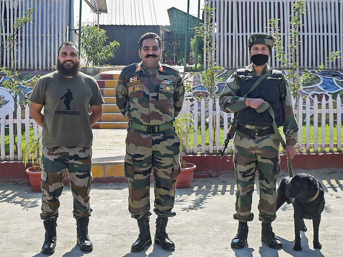 how-dogs-aid-in-anti-militancy-operations-and-also-provide-comfort-to-the-indian-army.jpg