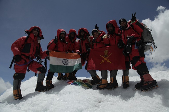 Indian-Army-Mount-Everest-Women-Officers-01_thumb[2].jpg