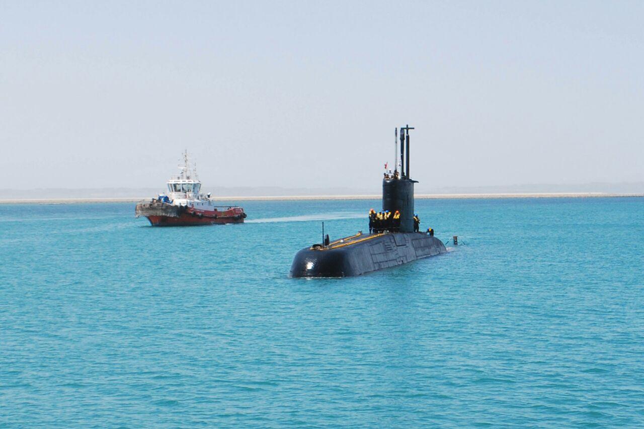 INS_Shishumar_enters_Port_of_Duqm_Oman.jpg