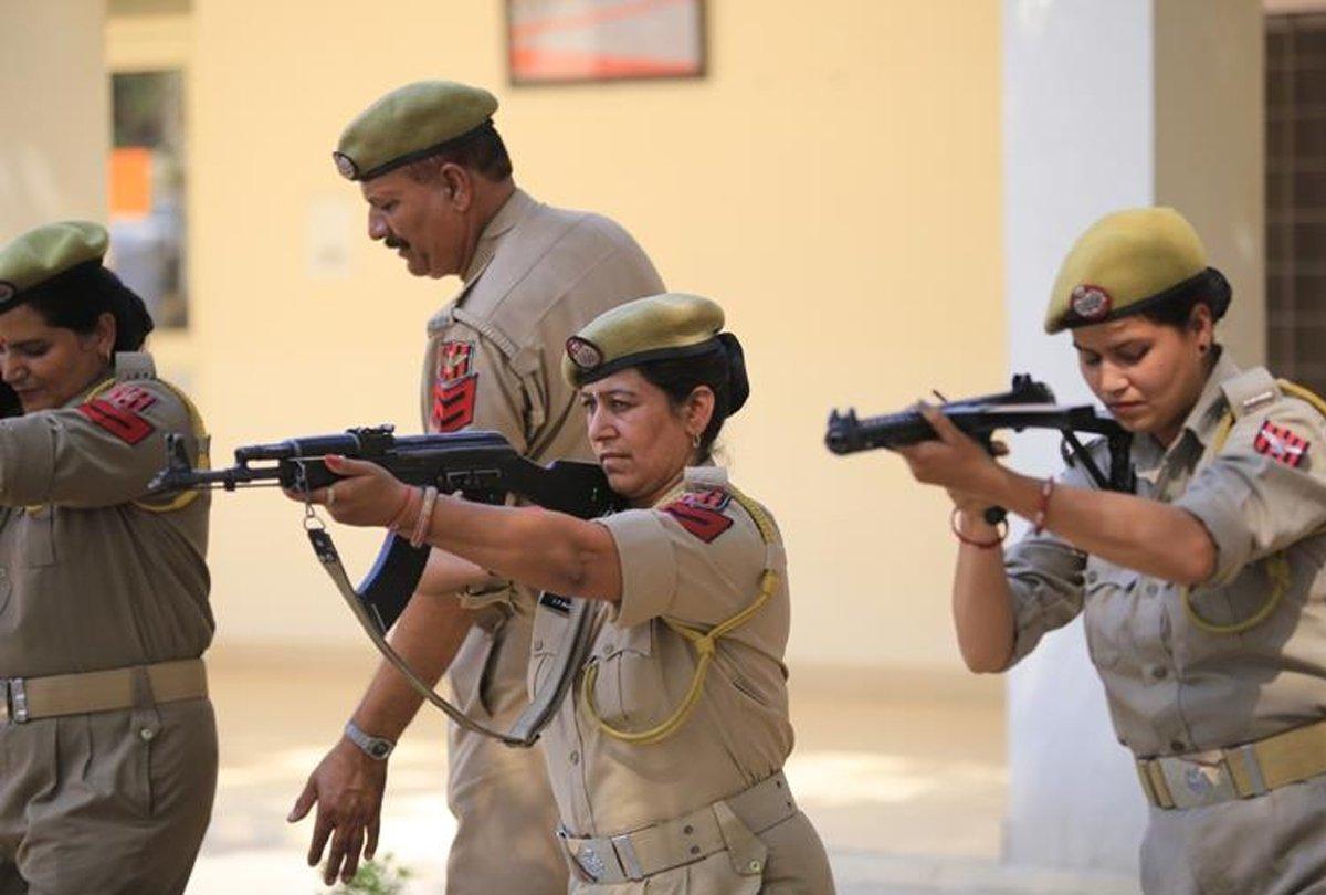 jammu-kashmir-police-women-constable_1568653010.jpeg