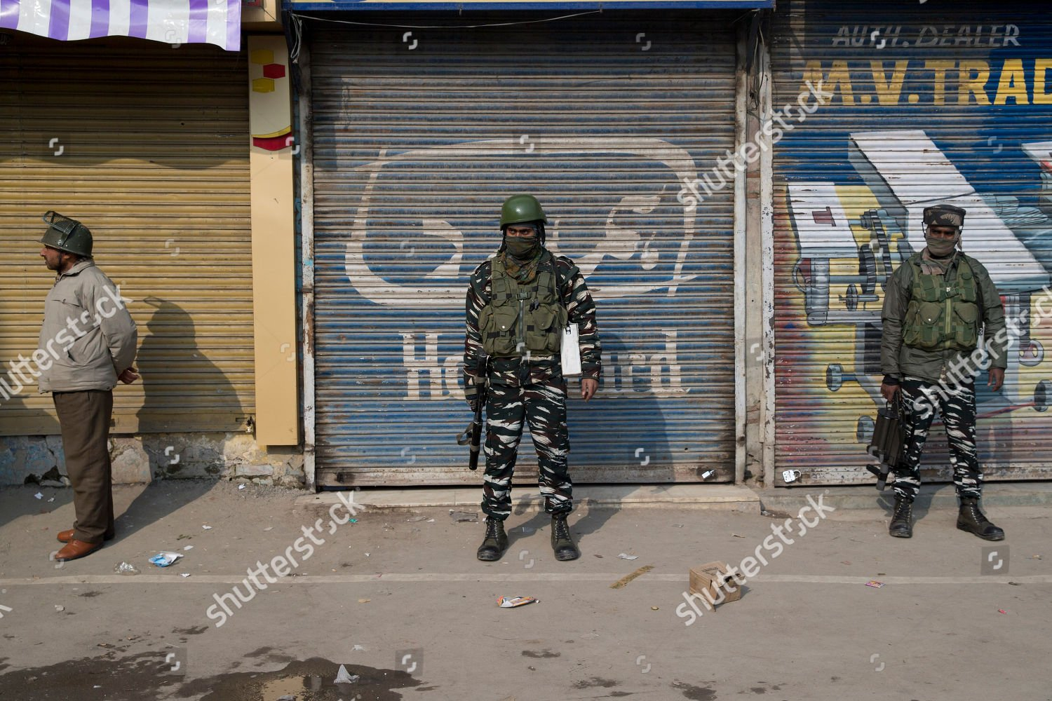 kashmir-protest-srinagar-india-shutterstock-editorial-10108469c.jpg