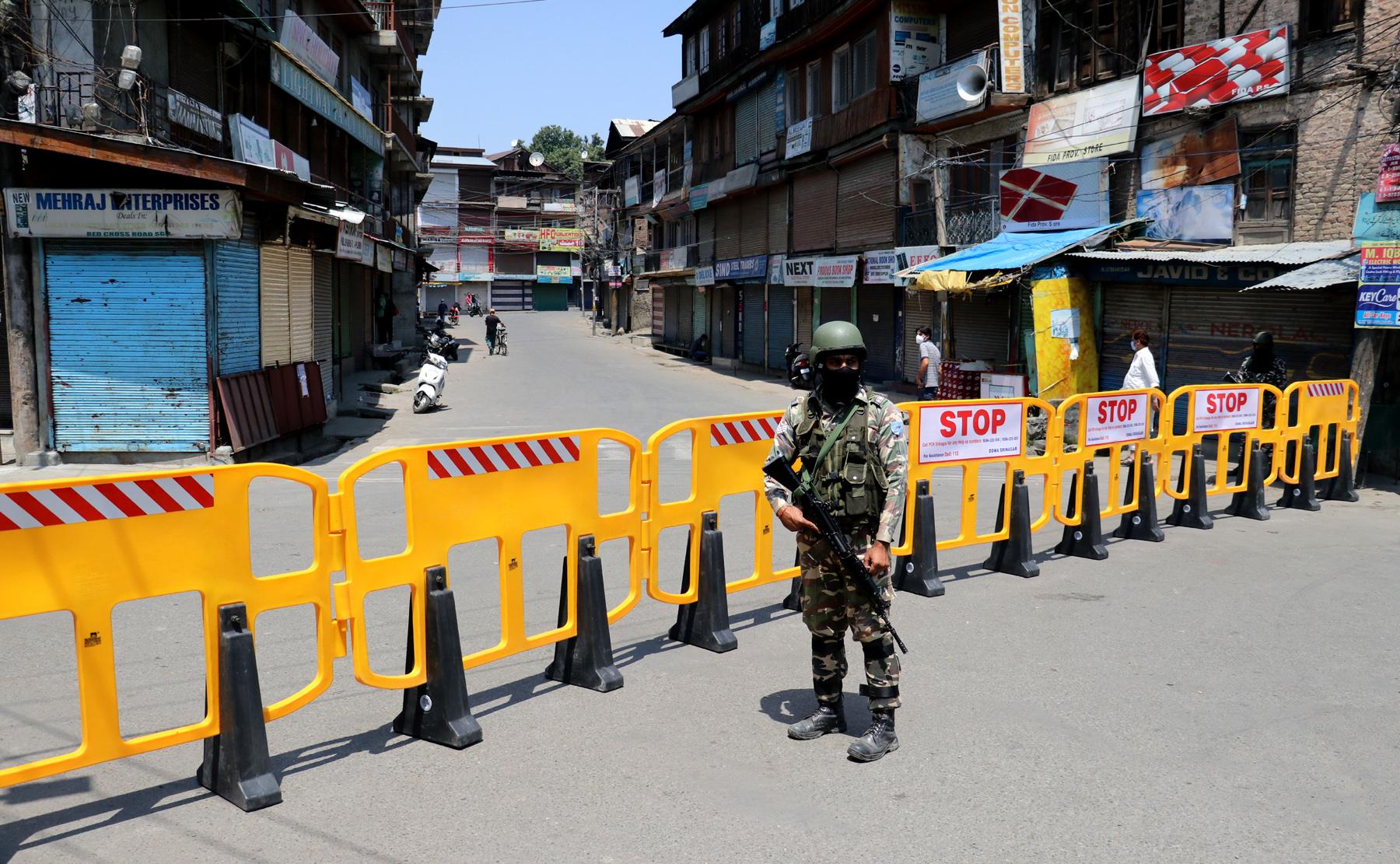 Lockdown-in-parts-of-Srinagar-1.jpg