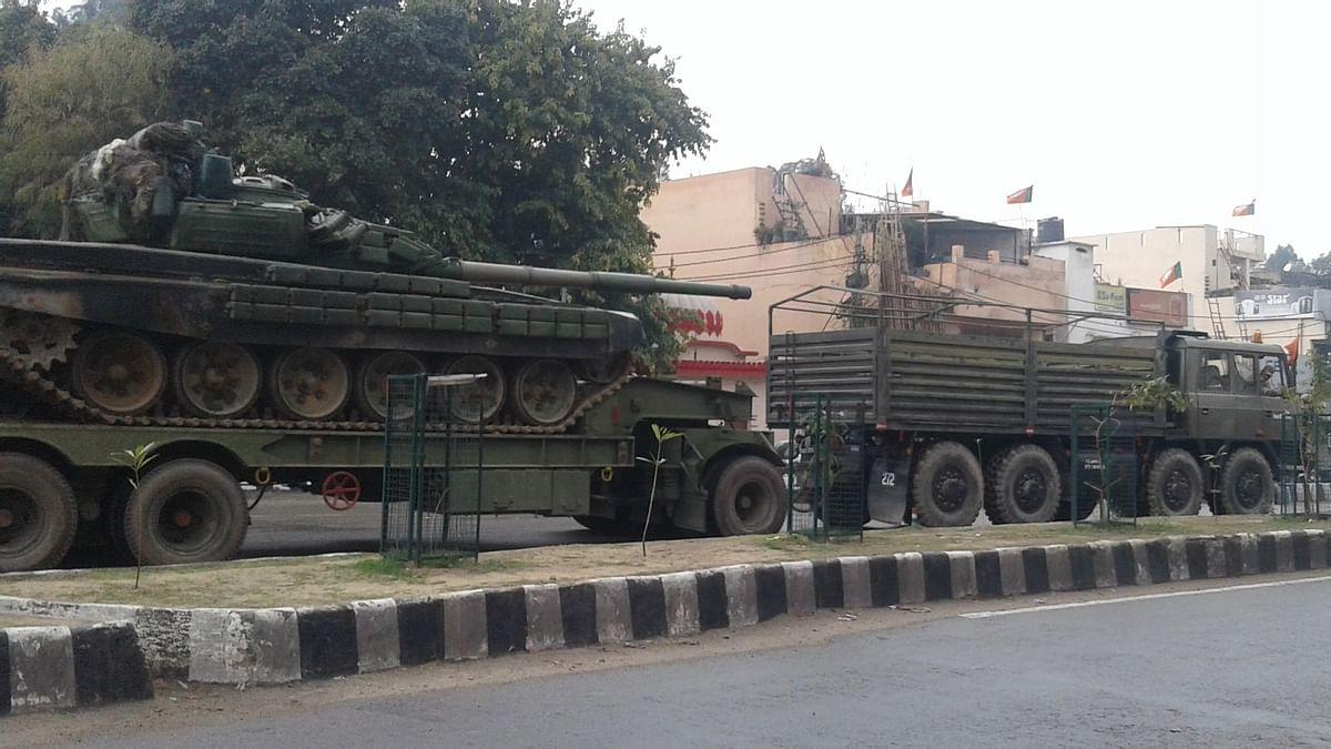 nationalherald_2019-02_0d49065e-c880-45cd-a5e0-d137190d73fb_showing_movement_of_tanks_in_Jammu.jpg