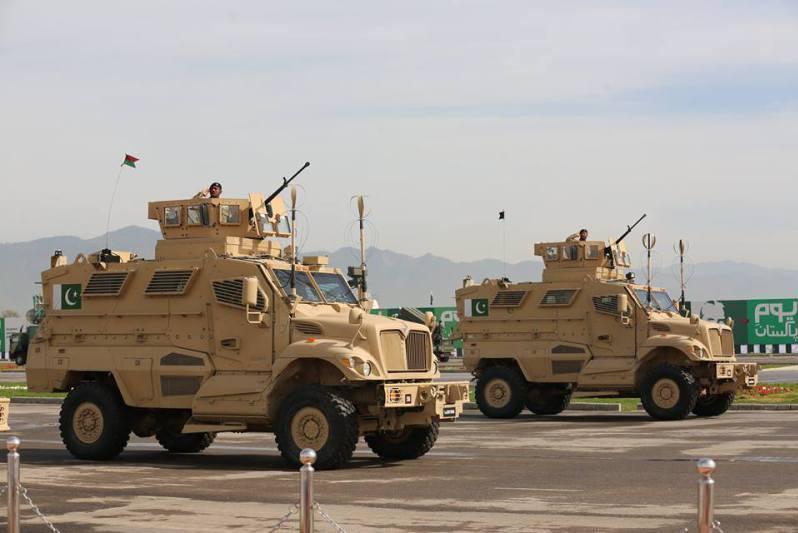 Navistar-supplying-MRAP-armored-vehicles-to-Pakistan-UAE.jpg