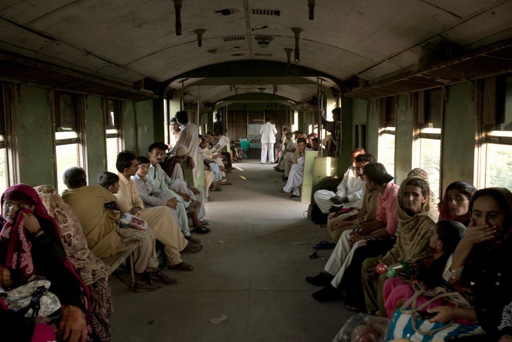 pakistan-train-crowd-jumbo.jpg
