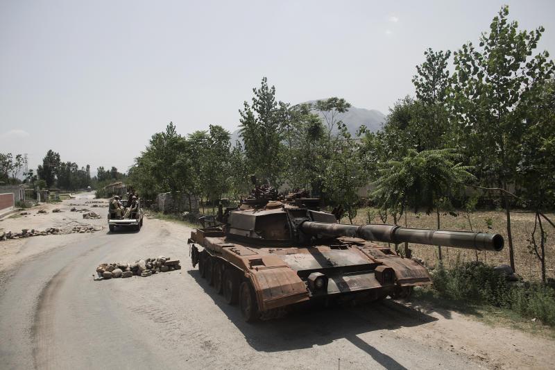 Pakistan_Military_Oversees_Popul-51040.largeslideshow.jpg