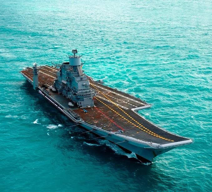 R33 INS Vikramaditya - Indian Navy.jpg