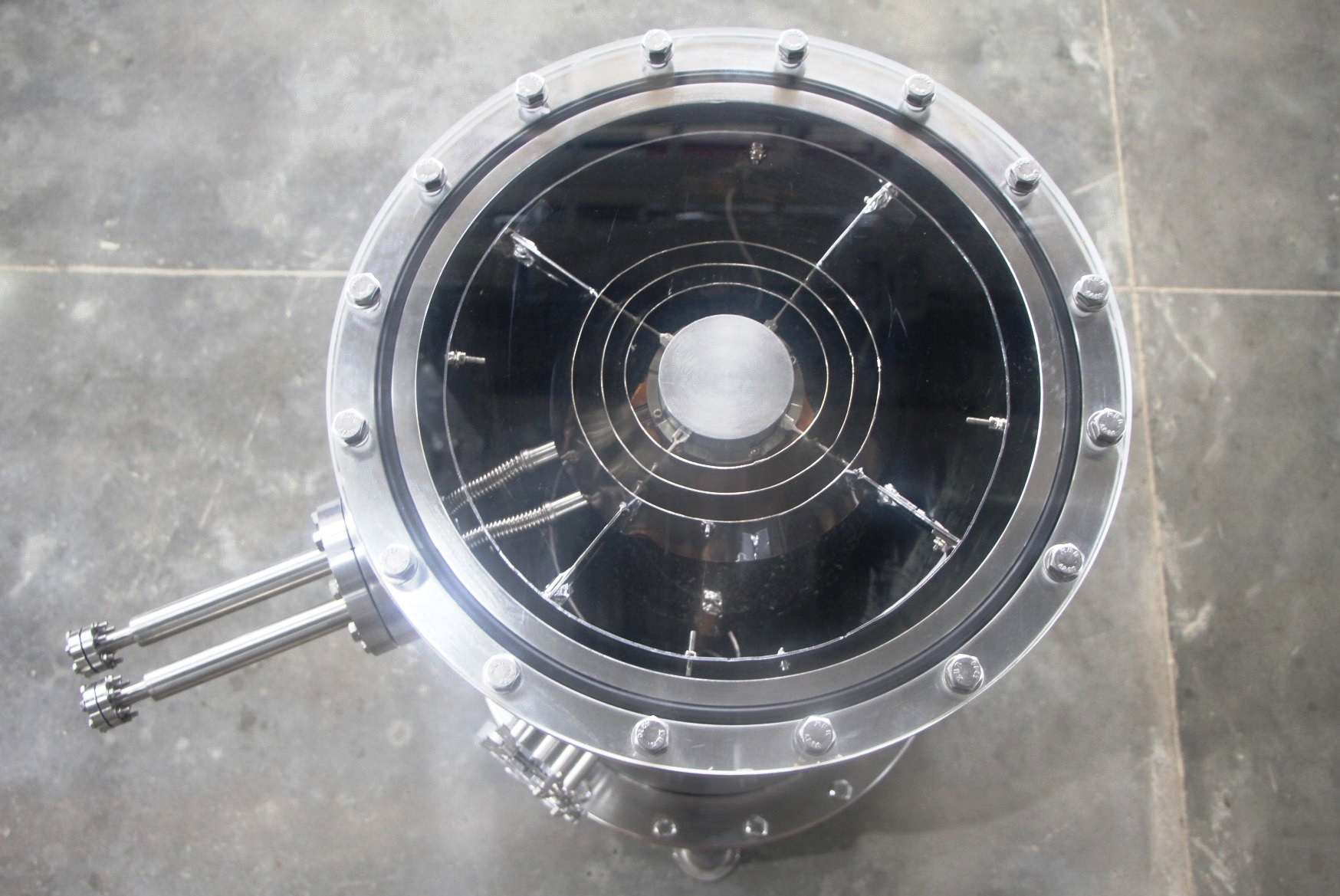 Top view of one of the cryo-pumps with 400mm opening that was delivered to SAC-ISRO.jpg
