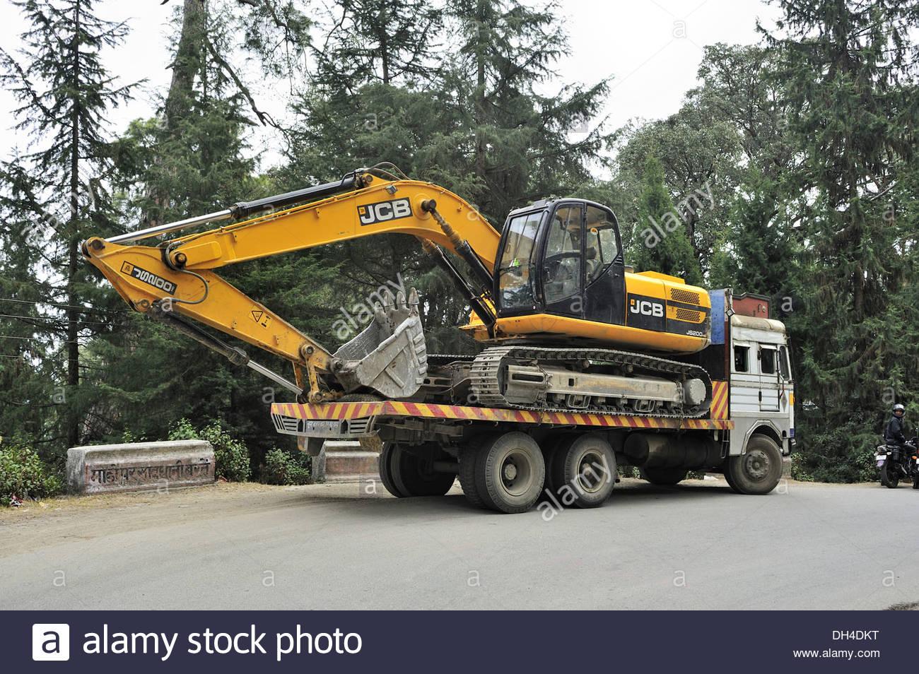 truck-carrying-loaded-with-jcb-crane-ranikhet-almora-uttarakhand-india-DH4DKT.jpg