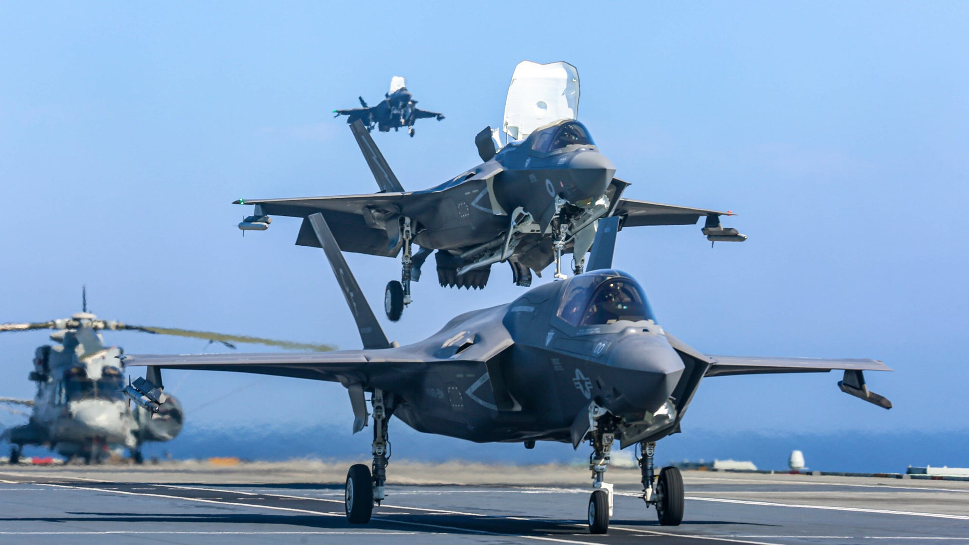 USMC-and-RAF-F-35B-on-HMSQNLZ-1-scaled.jpg