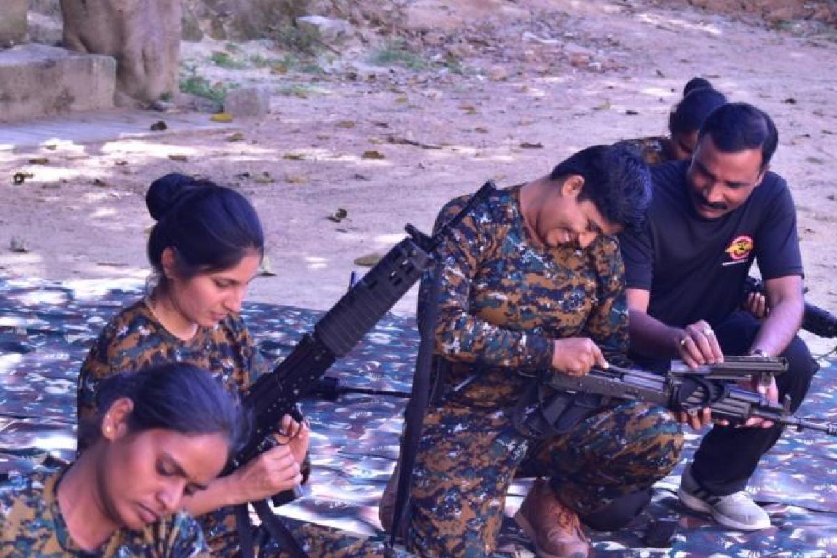 women_Garud_commandos-EPS_(4).jpg